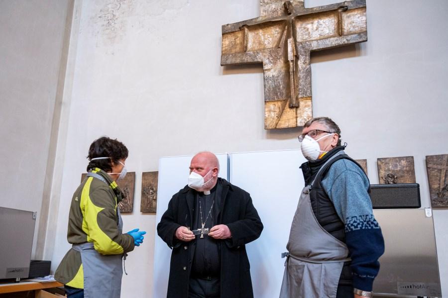Marx würdigt Essensausgabe für Bedürftige in St. Anton